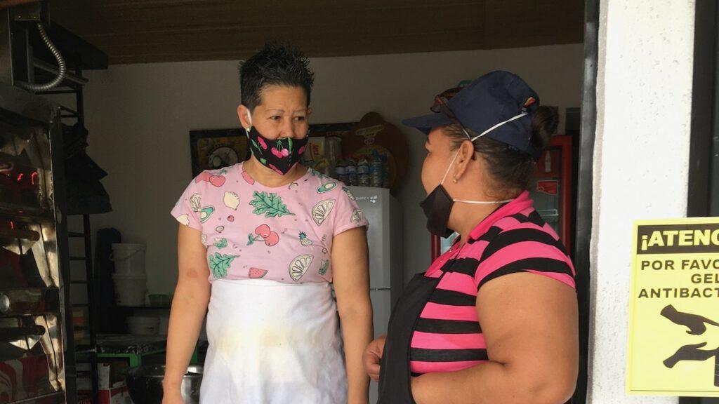 Maria Eugenia Socas (links) ist selbst aus Venezuela geflohen. Foto © Benita Schauer