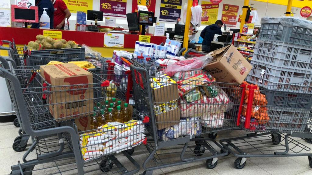 Mehrere Einkaufswagen voller Lebensmittel – so sahen die wöchentlichen Einkäufe im Gran Aki aus. Foto © Patricia Zehnle